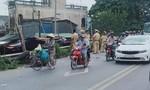 Xe máy va chạm xe bồn, cả nhà 3 người tử vong thương tâm
