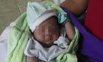 Bé trai khoảng 1 tháng tuổi bị bỏ rơi trong công viên