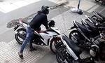 Clip xe máy lắp khóa từ vẫn bị trộm