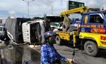 Ba ô tô tông liên hoàn rồi lật nhào, một tài xế bị thương