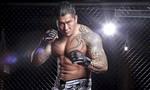 Lớn tiếng thách đấu võ sĩ MMA, anh chàng bị đánh bầm dập