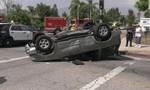 Clip diễn viên phim hành động Mỹ cứu đứa trẻ thoát khỏi ô tô sau tai nạn