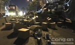 Hàng trăm thùng nước đổ trên đường, giao thông ở Sài Gòn ùn tắc