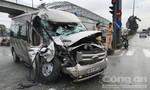 Hai ô tô tông nhau ở Sài Gòn, tài xế đổ lỗi cho nhau vượt đèn đỏ