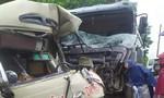 Xe khách tông trực diện xe tải khiến 6 người bị thương nặng