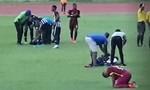 Clip cận cảnh khoảnh khắc 4 cầu thủ bị sét đánh khi đang thi đấu