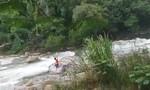 Clip phượt thủ nam chạy theo phượt thủ nữ khiến cả 2 đuối nước