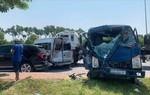 """Xe container """"lùa"""" 3 ô tô, 3 người bị thương"""