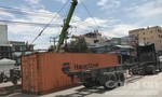 Hai xe container tông nhau, lật nhào trên quốc lộ