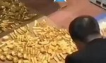 Clip kho vàng 13,5 tấn giấu kín trong nhà quan tham Trung Quốc