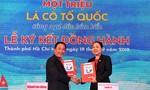 Nam Á Bank trao cờ Tổ quốc, chung tay bảo vệ biển đảo Việt Nam