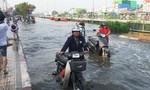 Triều cường làm vỡ bờ bao, Sài Gòn ngập nặng ngày đầu tuần