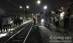 Đi bộ trên đường ray trong đêm, bi tàu hỏa tông chết