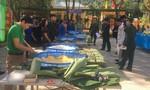 Gói bánh chưng tặng đồng bào và bà con người Lào nơi biên giới