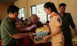 Báo Công an TP.HCM tặng quà Tết cho đồng bào nghèo vùng biên giới