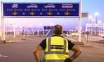 Phá đường dây đưa người di cư bằng thùng xe tải ở Anh quy mô lớn