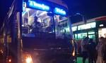 Xe giường nằm chở khách về Sài Gòn tông xe máy, 3 người tử vong