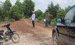 Chuyện hy hữu: Xúc trộm hơn 1,2km sỏi đỏ trên đường đem bán