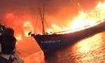 Cháy nhiều tàu cá đang neo đậu tránh bão lũ, thiệt hại hàng chục tỷ đồng
