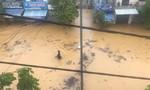 Thừa Thiên Huế: Nước vẫn ngập sâu, học sinh nghỉ học kéo dài