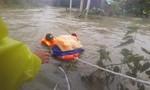 Nhiều nơi ở Quảng Nam ngập gần 2 mét, công an khẩn cấp di dời dân