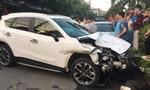 Xe Mazda tông hàng loạt xe máy và ô tô, 1 người chết tại chỗ