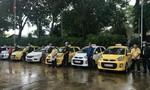 """Nhóm tài xế """"taxi Sài Gòn"""" đánh hội đồng 1 tài xế taxi Mai Linh"""