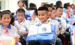 Bà Đỗ Thị Kim Liên tặng phòng học và áo ấm cho trẻ em vùng cao