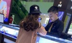Cô gái dọa có bom cướp ngân hàng  2,1 tỷ đồng rồi đi mua... kim cương!