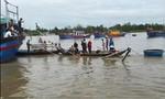 Tìm thấy thi thể 2 cha con trong tàu cá bị chìm ở Quảng Nam