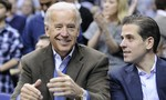 Twitter nhận sai, mở lại kênh đăng bài về bê bối của cha con nhà Biden