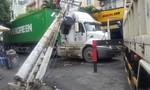 Xe container kéo gãy hai cột điện gây nổ, cháy đầu xe ở Sài Gòn