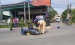 Tông vào hông ôtô đang qua đường, 2 người thương vong