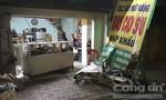 Va quẹt xe tải, xe máy lao vào shop bao cao su khiến thanh niên tử vong