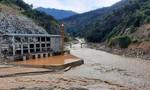 Hơn 200 công nhân thủy điện Đắk Mi 2 bị cô lập: Đu ròng rọc thoát ra ngoài