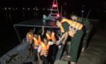 Tàu đánh cá đụng phải tàu chìm trước đó, 11 ngư dân gặp nạn
