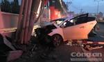 TPHCM: Băng nhóm đi trộm bằng ôtô, đang tẩu thoát thì tông gãy cột điện