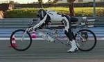 Clip cận cảnh chiếc xe đạp gắn động cơ phản lực đạt tốc độ 333km/giờ