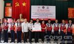 Tặng 500 áo phao cứu sinh chuyên dụng cho CBCS Nhà giàn DK1