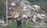 Sạt lở đá tảng vùi lấp đường Trường Sơn Đông, giao thông tê liệt