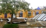 TT-Huế: Bão 13 khiến nhiều cây xanh, cột điện gãy đổ, trường học, nhà cửa tốc mái