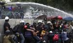 Biểu tình biến thành bạo loạn ở Thái Lan, hơn 40 người bị thương