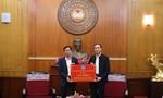 BHXH Việt Nam tặng 2.500 thẻ BHYT cho đồng bào miền Trung