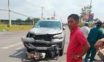 Chạy xe máy băng ngang đường, một phụ nữ bị ô tô tông tử nạn