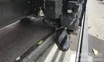"""Xe tải cán nát xe máy, kéo lê cô gái tại giao lộ """"tử thần"""" ở Sài Gòn"""