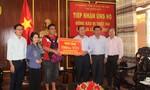 Nghệ sĩ Quyền Linh tặng 7.000m tôn giúp bà con Quảng Nam sửa nhà