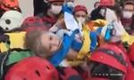 Clip giải cứu bé gái 4 tuổi bị chôn vùi 4 ngày dưới đống đổ nát
