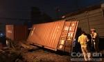 Không có gác chắn, container băng qua đường ray bị tàu hỏa tông đứt lìa