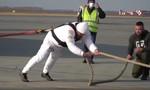 Clip người đàn ông khỏe nhất nước Nga kéo máy bay Boeing 36 tấn