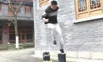 Clip người đàn ông trình diễn khả năng 'đạp nước' như phim kiếm hiệp